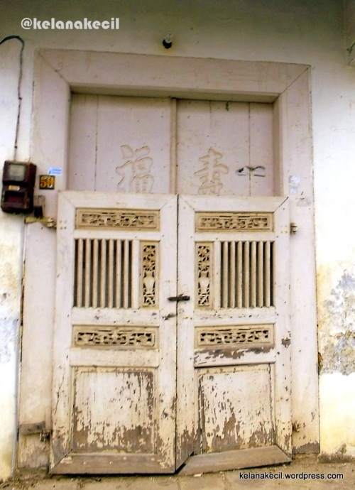 Pintu gerbang sebuah rumah di Lasem