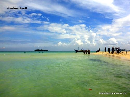 Pantai di pulau gosong cemara