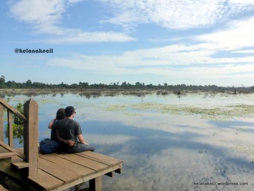 Foto romantis di atas danau Jayatataka